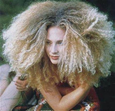 big bushy curls 25 incre 237 bles peinados locos para mujeres peinados para