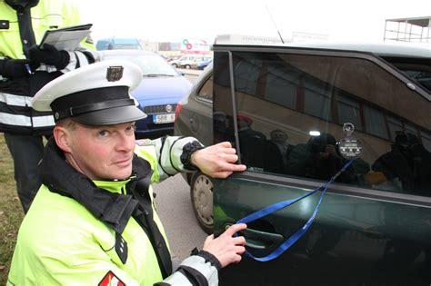 Lepeni Folie Na Sklo Auta f 243 lie na sklech snižuj 237 viditelnost většina aut neprošla