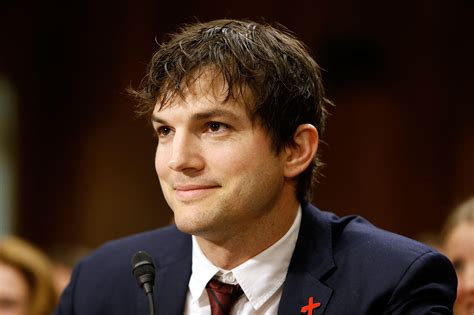 ashton kutcher ashton kutcher pays tribute to mila kunis arizona daily