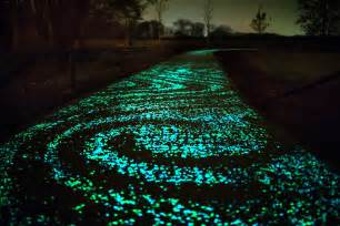 vernice fotoluminescente glow in the cement could illuminate highways