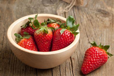 diy strawberry mask diy recipe strawberry masks beautylish