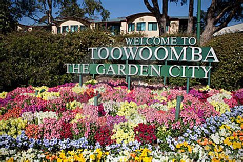 Toowoomba S Carnival Of Flowers Sunstate Coaches Flowers Garden City