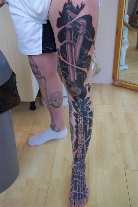 biomechanical tattoo on legs cool biomechanical leg tattoo artwork pinterest