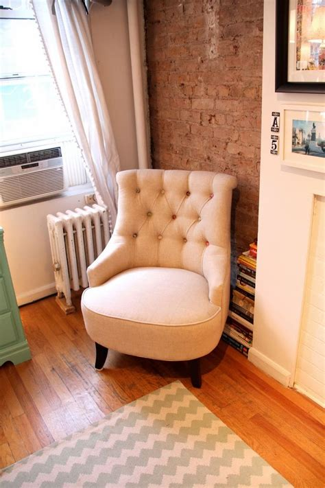 erin cute as a button bed apartment tour studio on sullivan reading corner