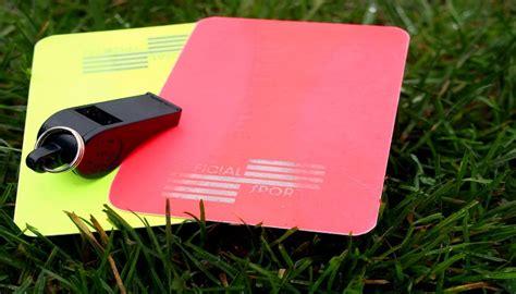 Kartu Wasit Merah Dan Kuning Terlaris kini wasit sepak bola punya kartu ketiga selain kartu