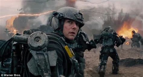 film tom cruise alieni new trailer for edge of tomorrow features tom cruise