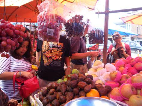 Minyak Zaitun Di Pasar berburu kain ulos hingga buah buahan segar di pasar balige