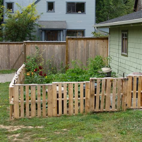 Cheap Garden Fencing Ideas Fencing On Pallet Fence Fence And Brick Walls
