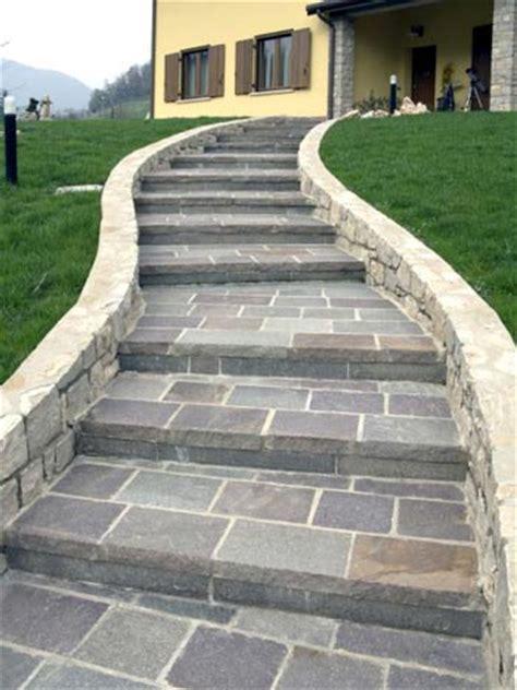 piastrelle per scale esterne il pavimento in ardesia per le scale