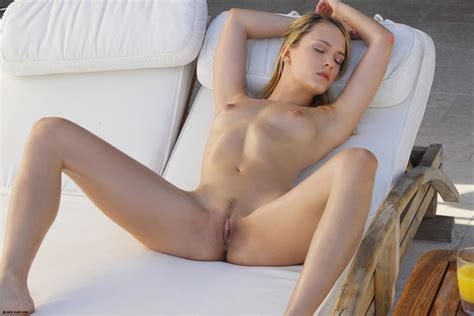 Leila Naked In The Sun