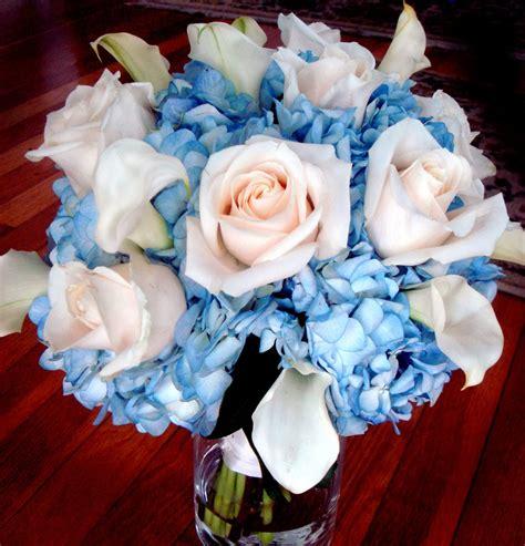 light blue and white roses 7 kwiat 243 w niebieskie kwiaty w bukiecie ślubnym trendy