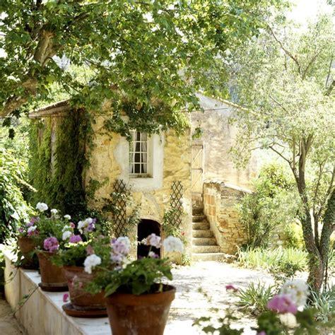 in provenza provenza affresco country dalani magazine