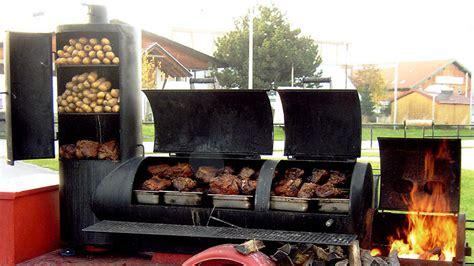 klassisches barbecue im original smoker und