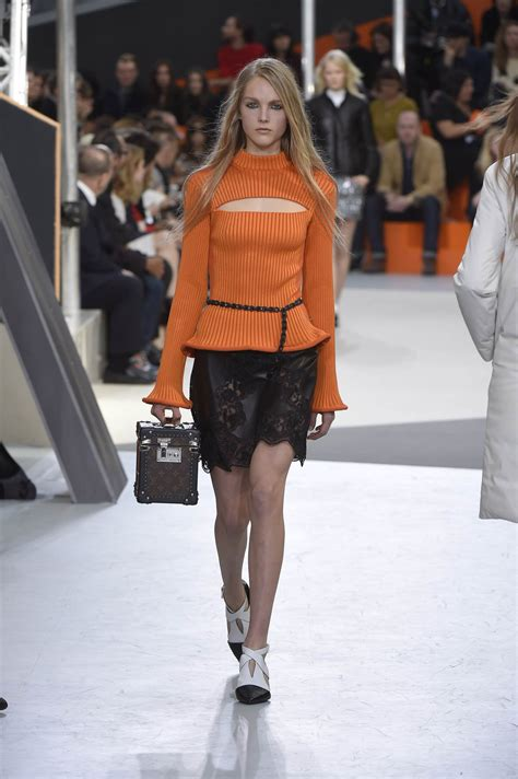Catwalk To Photo Shoot Cbell In Louis Vuitton On The Cover Of Espana by Louis Vuitton Fall Winter 2015 16 S Collection The