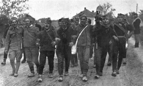 beograd serbian ensemble rado ide srbin u vojnike file serbian recruits singing patriotic song 1914 jpg