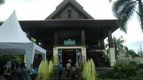 mengenal rumah adat dulohupa  gorontalo sulawesi utara