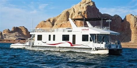 difference catamaran and yacht what are the differences between a catamaran and a pontoon