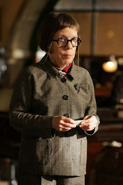 linda hunt the incredibles edna mode celebrity linda hunt em ncis los angeles famosos i pinterest