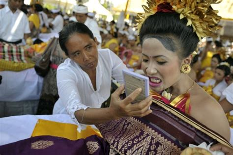 amazon masuk indonesia 4 tradisi masa puber yang paling aneh di dunia indonesia