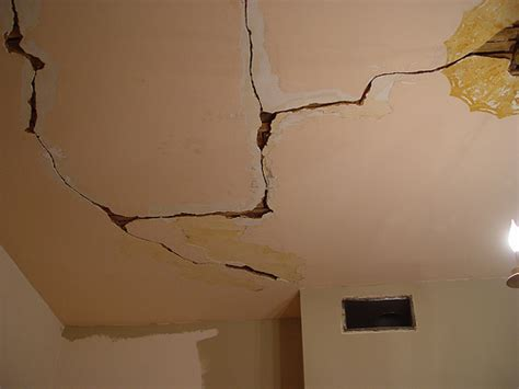 Plaster Repair For Diyers No Need To Rip It Out Old Stucco Ceiling Repair