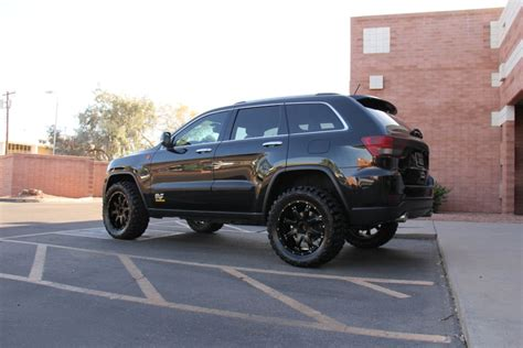 jeep grand cherokee wk2 lifted d amore engineering s sema show wk2 33s on 20s jeepforum