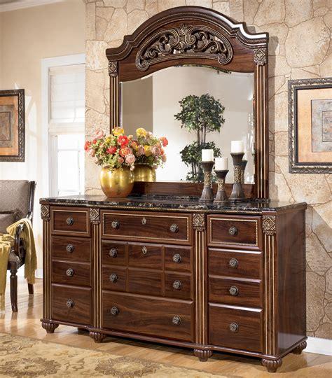 signature design  ashley gabriela traditional  drawer dresser  mirror royal furniture