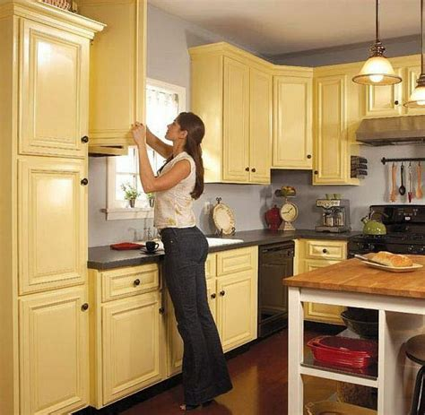 spray paint laminate kitchen cabinets how to paint kitchen cabinets painting laminate kitchen