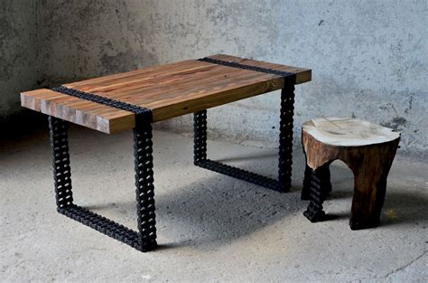 alte tische we turned wood and chain into a coffee table