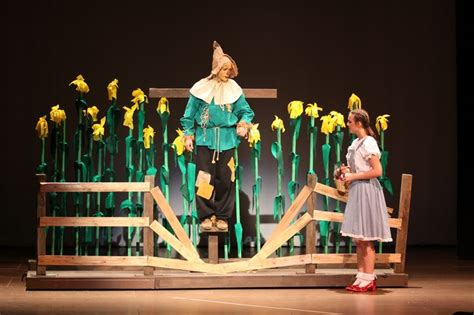 Wizard Of Oz Set Design Ideas by Corn Stalks Green Or Brown Wizard Of Oz Actors Dr Oz And Search