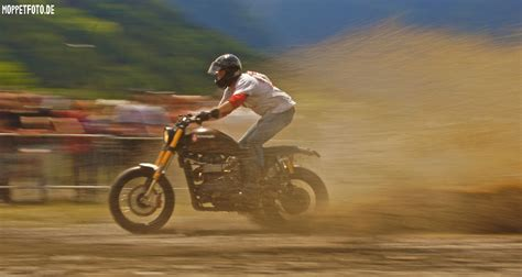 Triumph Motorrad Rumbler by Triumph Rumbler Im Schlamm Foto Bild Autos