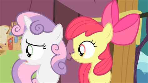 chasing a of onlookers in the big apple my pony apple bloom sweetie and scootaloo