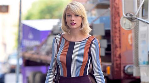 Taylor Swift Shows Off Long Legs in Flirty Mini Skirt and