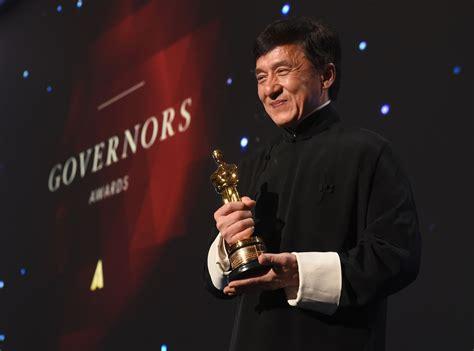 film kandidat oscar 2016 jackie chan receives honorary oscar at governors awards