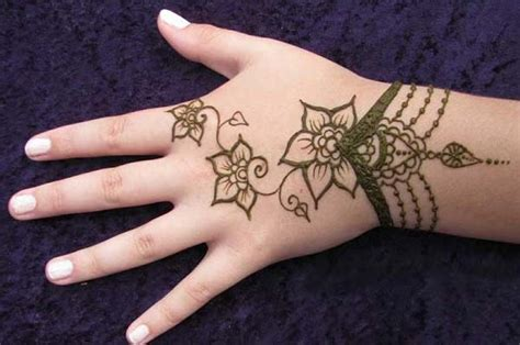 16 amazingly easy mehndi designs for hands and feet easyday 16 amazingly easy mehndi designs for hands and feet easyday