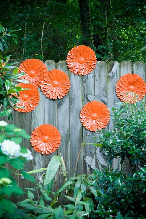 Outdoor Flower Decorations by 25 Ideas For Decorating Your Garden Fence