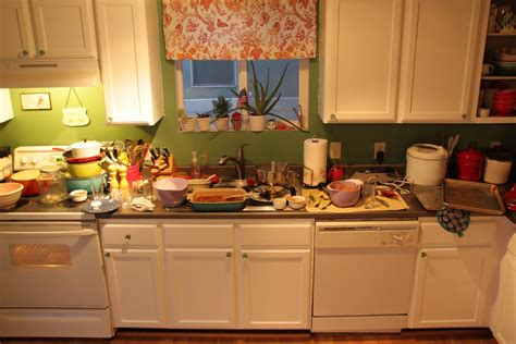 messy kitchen super tip thursday clean the kitchen every night the