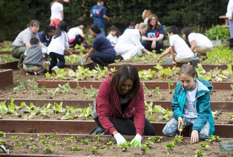 Michelle Obama Plants Vegetables With A Bunch Of Cute Kids Obama Vegetable Garden