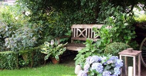 schattige ecken im garten gestalten schattiger sitzplatz yeşili sev doğayı koru