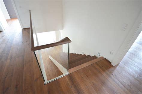 moderne bodenbeläge moderne holztreppe mit glasgel 228 nder treppenbau diehl in