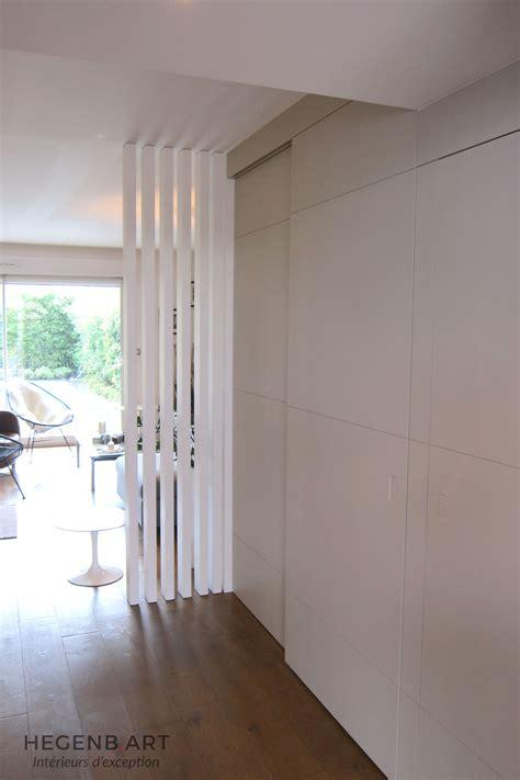 Exceptionnel Escalier Entre Cuisine Et Salon #4: Cloison-moderne-design-separation-paravent-entree-salon-rangement-entree-menuiserie-Hegenbart-Aix.jpg