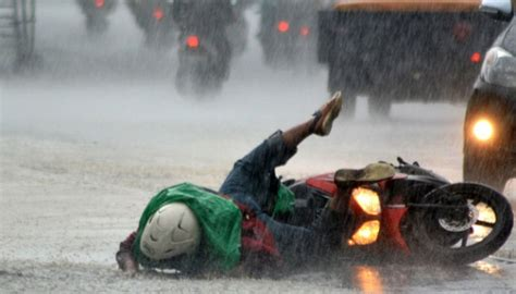 tip memilih ban sepeda motor  ideal  musim hujan