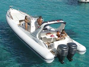 bateau pneumatique semi rigide avec cabine hors bord bi