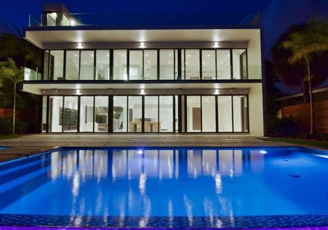 look inside a rod s modern miami home business insider a look inside floyd mayweather s new miami beach home