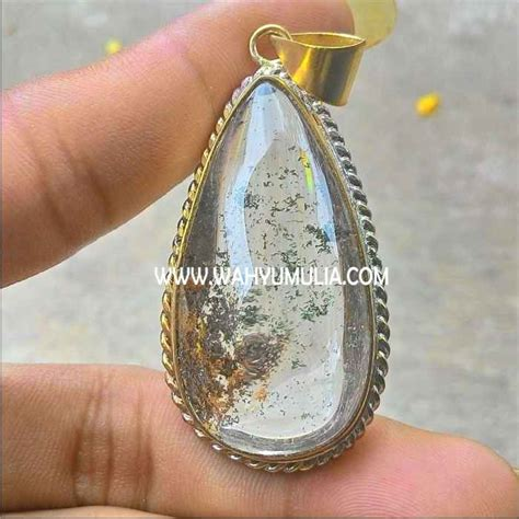 Batu Kecubung Putih Kalimantan liontin batu antik phantom quartz kode 236 wahyu mulia