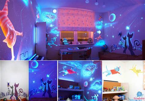 Beau Pochoir Pour Mur De Chambre #1: d%C3%A9co-pochoir-chambre-b%C3%A9b%C3%A9-phosphorescente.jpg