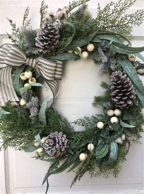 beautiful diy winter wreath  place    door