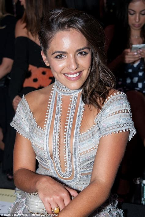 Valance Length Olympia Valance Flashes Cleavage At Melbourne Fashion