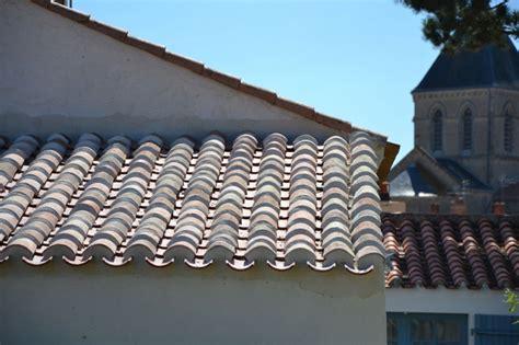 Tuile Tige De Botte by Couverture En Tuiles Et Pose De Briques Et Tuiles