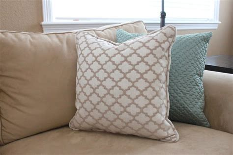 sew a pillow with piping tutorial crafty