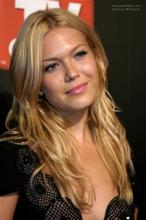 Mandy Moore's long blonde hair with golden slices